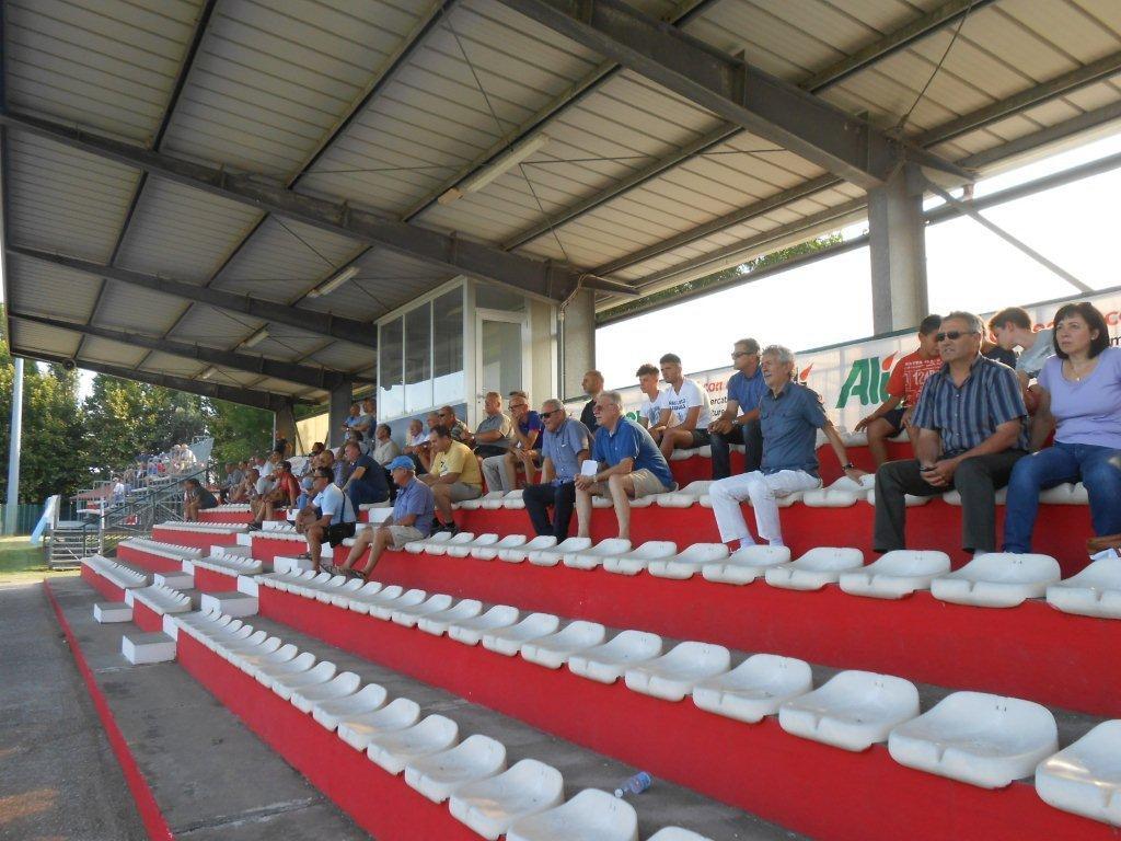 tribuna-stadio-vallini-piovese-calcio